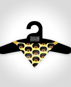 bandana-dachshund-preto-padronagem-amarelo